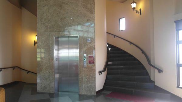 宜蘭伯朗咖啡城堡電梯